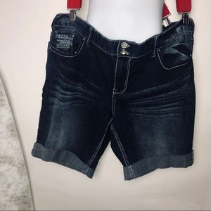 Ariya Blue Jean Shorts size 24